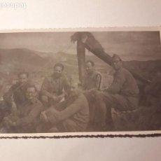 Militaria: GUERRA CIVIL. FOTO DE MILITARES EN LOMA NEGRA, FRENTE DE MADRID. OCTUBRE 1936 . Lote 104472843