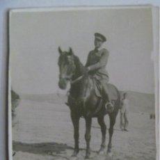 Militaria: GUERRA CIVIL : FOTO DE TENIENTE DE REGULARES A CABALLO. Lote 105003351