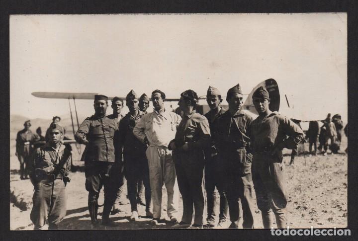 FOTO DE AVIADORES, CON MONO BLANCO, NICOLAS FRANCO??? MIDE: 14 X 9, VER FOTO (Militar - Fotografía Militar - Guerra Civil Española)
