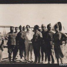 Militaria: FOTO DE AVIADORES, CON MONO BLANCO, NICOLAS FRANCO??? MIDE: 14 X 9, VER FOTO. Lote 105017623
