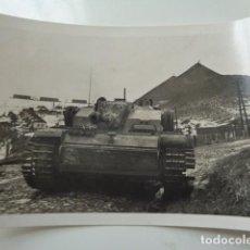 Militaria: CARRO DE COMBATE ALEMÁN, FRENTE DEL ESTE, UCRANIA. 1943. FOTOGRAFÍA PEQUEÑA. Lote 105365599