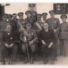 Militaria: SEVILLA, JEFES Y OFICILAES REUNIDOS CON EL VECE-PRESIDENTE DE LA ASAMBLEA PROVINCIAL,M.ALBARRAN.. Lote 105588271