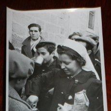 Militaria: FOTOGRAFIA DE FALANGE, SECCION FEMENINA, GUERRA CIVIL, AÑO 1940-41, RECIEN TERMINADA LA GUERRA CIVIL. Lote 106808515