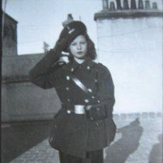 Militaria: FOTOGRAFÍA SEÑORA UNIFORME CONDUCTOR DEL EJÉRCITO ESPAÑOL. ALFONSO XIII. Lote 106819011