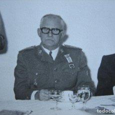 Militaria: FOTOGRAFÍA GENERAL DE DIVISIÓN DEL EJÉRCITO ESPAÑOL. MEDALLA DEL MÉRITO MILITAR INDIVIDUAL. Lote 107287311