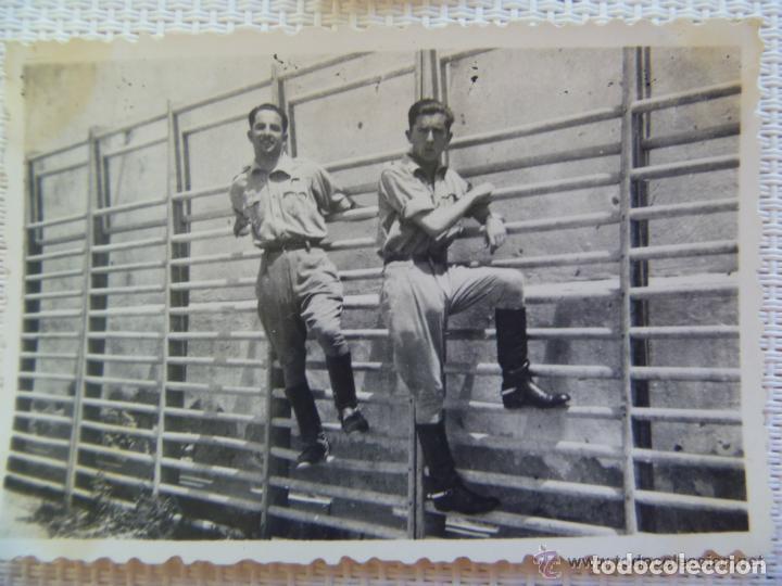 GUERRA CIVIL : FOTO DE SOLDADO DE SANIDAD MILITAR EN UN GIMNASIO (Militar - Fotografía Militar - Guerra Civil Española)