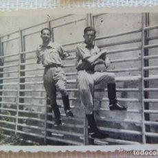 Militaria: GUERRA CIVIL : FOTO DE SOLDADO DE SANIDAD MILITAR EN UN GIMNASIO. Lote 107432699