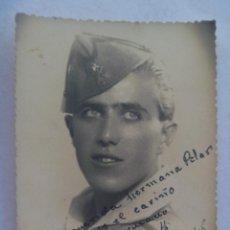 Militaria: LA LEGION : FOTO DE LEGIONARIO CON CHAPIRI . SEVILLA, 1948.. Lote 107567135