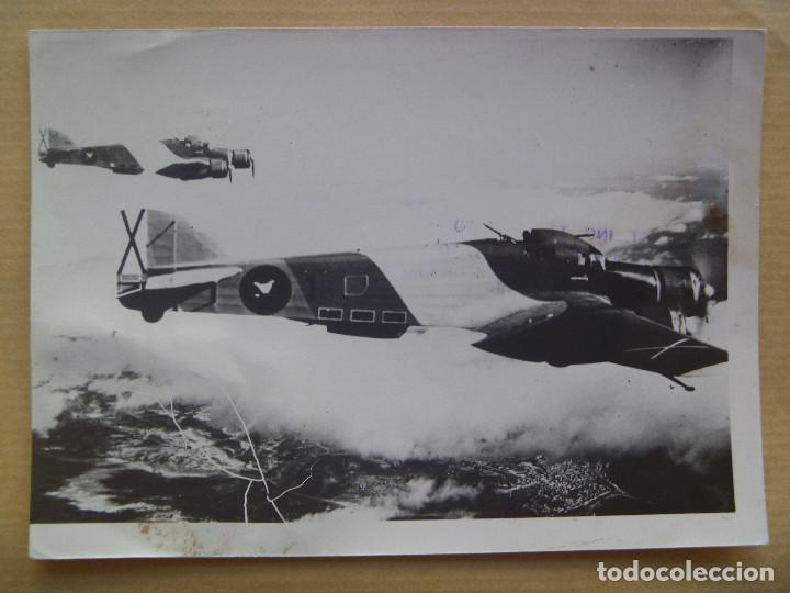 GUERRA CIVIL - AVIACION : FOTO DE AVION SAVOIA - 79 EN VUELO DE LA AVIACION LEGIONARIA (Militar - Fotografía Militar - Guerra Civil Española)