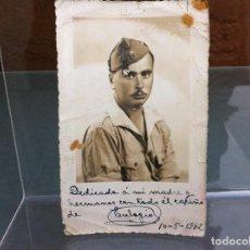 Militaria: POSTAL MILITAR. 1942 (SELLO EN REVERSO: FOTO ESTUDIO DIODORO, LARACHE) 14 X 8,5CM. Lote 108411591