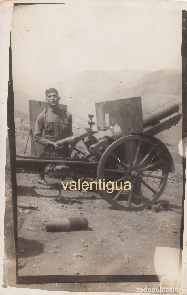 FANTÁSTICA FOTO MILITAR EJERCITO ESPAÑOL CARGANDO MUNICIÓN CAÑÓN CAMPAÑA. 20S ÉPOCA ALFONSO XIII CC (Militar - Fotografía Militar - Otros)