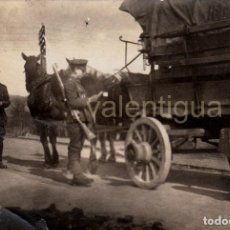 Militaria: FANTÁSTICA FOTO MILITARES EJERCITO BRITÁNICO, CARRO ALEMÁN AÑO DESPUÉS FIN I GUERRA MUNDIAL 1919 CC. Lote 108898031