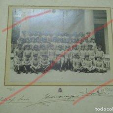 Militaria: TOLEDO ACADEMIA DE INFANTERIA. HACIA 1910 FOTO FIRMADA GRAN TAMAÑO 32.5 X 31 CM CON EL CARTON.. Lote 109201467
