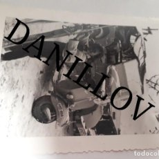 Militaria: JEEP WILLYS VESPA SCOOTER MOTO SKI MATRICULA ANDORRA PORT D'EN VALIRA FOTO ANTIGUA ORIGINAL. Lote 109446259