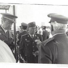 Militaria: TENIENTE GENERAL EN MANIOBRAS DEL EJÉRCITO ESPAÑOL EN LA OPERACIÓN CENTAURO AÑOS 70. Lote 109932819