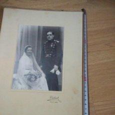 Militaria: ANTIGUA FOTO DE BODA DE GUARDIA CIVIL, ENTERO 32 CM. Lote 109995551