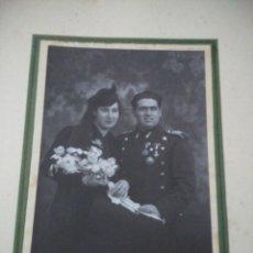 Militaria: ANTIGUA FOTOGRAFIA DE BODA DE UN OFICIAL AÑOS 30, MEDIDAS COMPLETO 32 CM. Lote 109996043