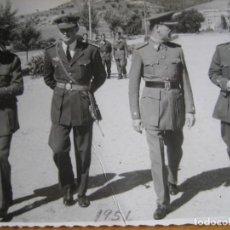 Militaria: FOTOGRAFÍA OFICIALES AVIACIÓN. BURGOS 1951. Lote 110074035