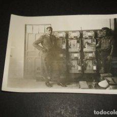 Militaria: LEON GUERRA CIVIL CAMPO AVIACION ALEMAN Y OFICIAL ESPAÑOL BATERIAS FOTOGRAFIA SOLDADO LEGION CONDOR . Lote 110308107