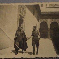 Militaria: ANTIGUA FOTOGRAFIA.MILITARES EN LA ALHAMBRA? GRANADA ABRIL 1939.GUERRA CIVIL. Lote 110679911