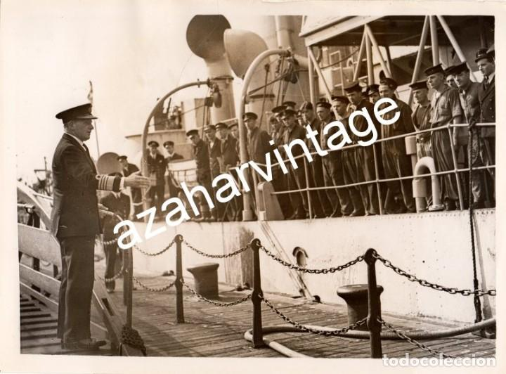 WWII, EL ALMIRANTE SIR PERCY NOBLE ,COMANDANTE EN JEFE DE LA MARINA,SALUDANDO A LAS TROPAS (Militar - Fotografía Militar - II Guerra Mundial)