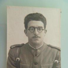 Militaria: GUERRA CIVIL : FOTO DE SOLDADO DE SANIDAD MILITAR , EMBLEMA PERMANENCIA EN REGULARES. Lote 111552163