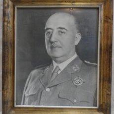 Militaria: FRANCISCO FRANCO, ANTIGUO RETRATO OFICIAL, JALON ANGEL, MARCO ORIGINAL MADERA. Lote 111690327