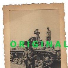 Militaria: ERWIN ROMMEL CON MIEMBROS DEL DAK EN ÁFRICA. FOTOGRAFÍA ORIGINAL DE LA ÉPOCA.AGFA LUPEX. Lote 111823627