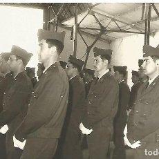 Militaria: FOTOGRAFIA PARADA MILITAR BASE AEREA SOLDADOS GALA JURA BANDERA EJERCITO DEL AIRE AÑOS 70. Lote 112038487