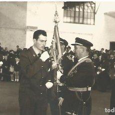 Militaria: FOTOGRAFIA MILITAR BASE AEREA JURA DE BANDERA SOLDADOS EJERCITO DEL AIRE AÑOS 70. Lote 112038587