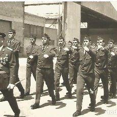 Militaria: FOTOGRAFIA DESFILE MILITARES EJERCITO DEL AIRE DIA JURA BANDERA BASE AEREA AÑOS 70. Lote 112038815