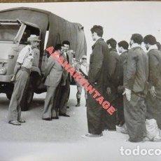 Militaria: EL AAIUN, 1975, DEVOLUCION A MARRUECOS DE PRISIONEROS MILITARES, RARA, 178X128MM. Lote 112452019