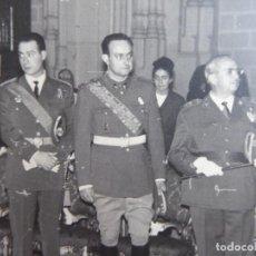 Militaria: FOTOGRAFÍA CAPITÁN DEL EJÉRCITO ESPAÑOL. MEDALLA DEL MÉRITO MILITAR INDIVIDUAL. Lote 113016743