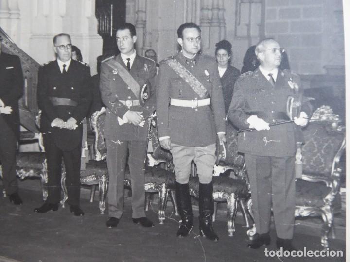 Militaria: Fotografía oficial del ejército español. Medalla del Mérito Militar Individual - Foto 3 - 113016743