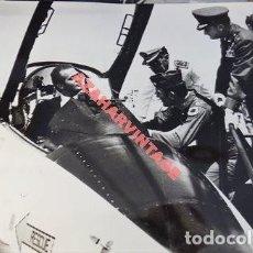 Militaria: AVIACION, ESPECTACULAR FOTOGRAFIA DEL REY DON JUAN CARLOS EN UN MIRAGE, 240X180MM. Lote 113188175