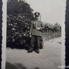 Militaria: CADETE DE LA WEHRMACHT DELANTE DE SU GRANJA. III REICH. AÑOS 1939-45. Lote 113593427