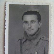 Militaria: GUERRA CIVIL : FOTO DE CARNET DE UN SOLDADO NACIONAL ( POR LA MEDALLA QUE LLEVA ), 1938. Lote 114673067