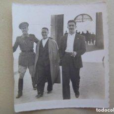 Militaria: GUERRA CIVIL : FOTO DE TENIENTE PROVISIONAL CON AMIGOS. Lote 115473123