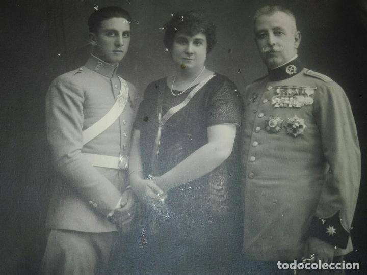 CABALLERÍA, FAMILIA DE COMANDANTE DEL REGIMIENTO FARNESIO Y CADETE (Militar - Fotografía Militar - Otros)