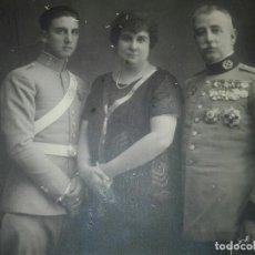 Militaria: CABALLERÍA, FAMILIA DE COMANDANTE DEL REGIMIENTO FARNESIO Y CADETE. Lote 115494011
