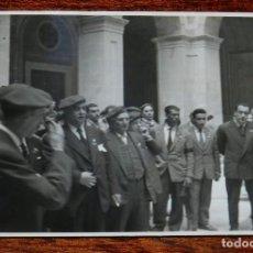 Militaria: CARLISMO, FOTOGRAFIA DE MANUEL FAL CONDE (SEGUNDO POR LA IZQUIERDA), CON UNOS CARLISTAS CATALANES EN. Lote 115698823