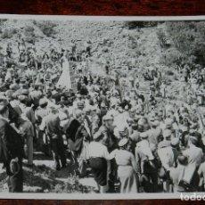 Militaria: CARLISMO, FOTOGRAFIA DE CARLISTAS EN MONTEJURRA, REQUETES, AÑOS 50/60, MIDE 11,5 X 8,5 CMS.. Lote 115712903