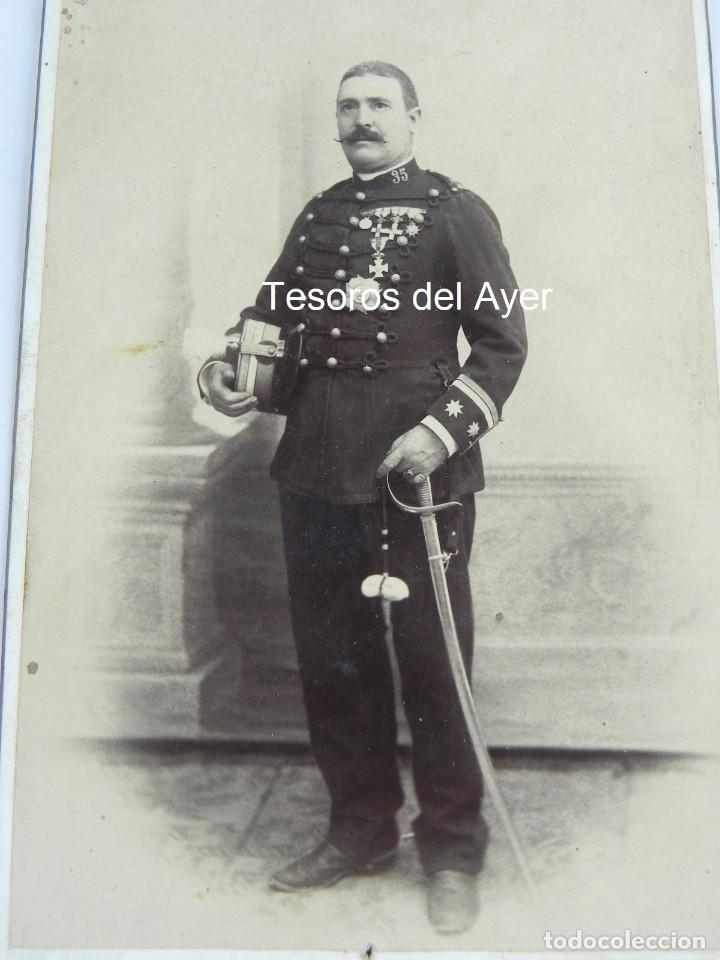 Militaria: FOTOGRAFIA ALBUMINA DE OFICIAL (TENIENTE CORONEL), REG. 35, CABALLERIA, EPOCA ALFONSO XIII, FOTO SAN - Foto 2 - 116334271