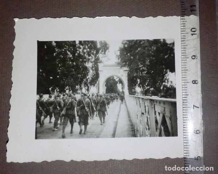 LEGIONARIOS EN EL PUENTE SOBRE EL KERMA, ALCAZARQUIVIR, MARRUECOS.LEGIÓN, TERCIO, RIF, GUERRA CIVIL. (Militar - Fotografía Militar - Guerra Civil Española)