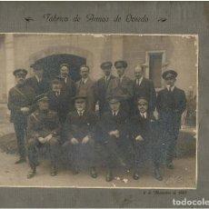 Militaria: GRUPO CIVILES Y MILITARES RESPONSABLES DE LA FÁBRICA ARMAS DE OVIEDO.1925.FOTO DUARTE.29X31 SOLO FOT. Lote 116386055