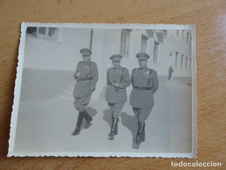 Militaria: Fotografía teniente coronel Policía Armada. Medalla Mérito Militar Individual - Foto 2 - 116709103