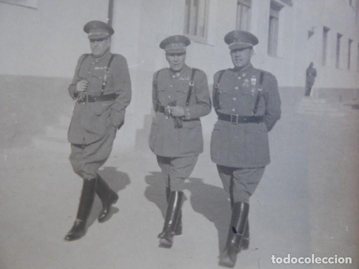 Militaria: Fotografía teniente coronel Policía Armada. Medalla Mérito Militar Individual - Foto 3 - 116709103