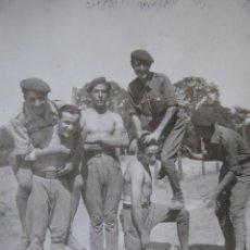 Militaria: FOTOGRAFÍA SOLDADOS DEL EJÉRCITO ESPAÑOL. SEVILLA 1939. Lote 117472939