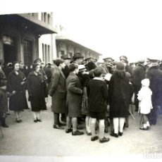 Militaria: FG- 332. DESPEDIDA FAMILIAR A MILITARES. ESTACIÓN DE FRANCIA. ENERO DE 1926. BARCELONA.. Lote 117682423