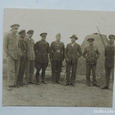 Militaria: FOTOGRAFIA DE OFICIALES EN PLENA GUERRA CIVIL, MIDE 7,7 X 7 CMS.. Lote 117699467